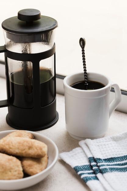 Высокий вид утренний кофе и закуски Бесплатные Фотографии