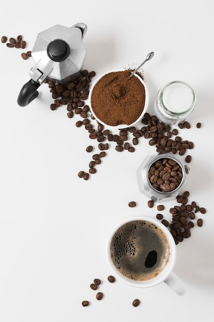 新鮮なホットドリンクとトップビューコーヒーグラインダー 無料写真