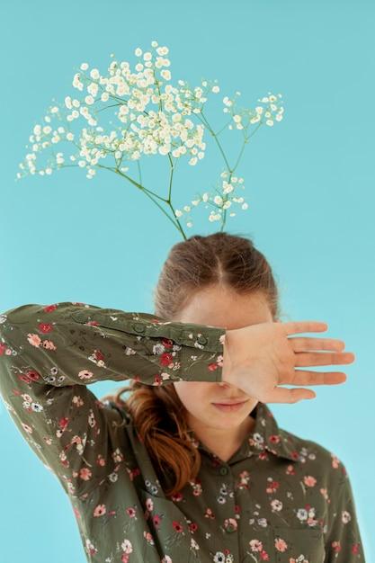 Женщина с цветами в волосах Бесплатные Фотографии