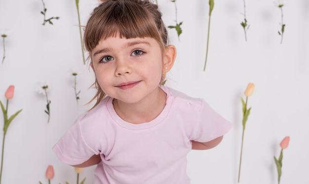 愛らしい少女の肖像画 無料写真