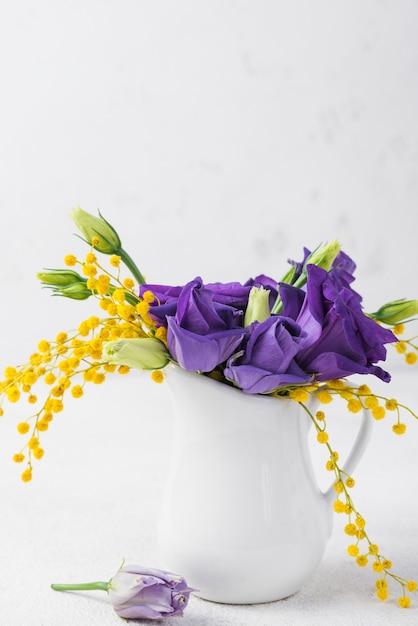 花瓶のコピースペースの花 無料写真