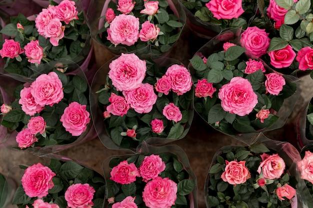 Вид сверху украшения с розовыми пионами Бесплатные Фотографии