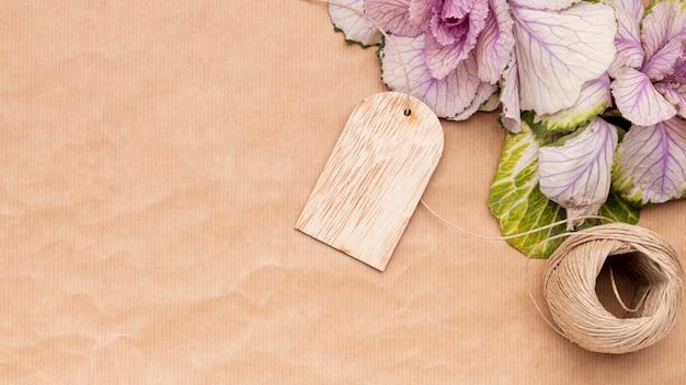 包装紙のトップビューの花 無料写真