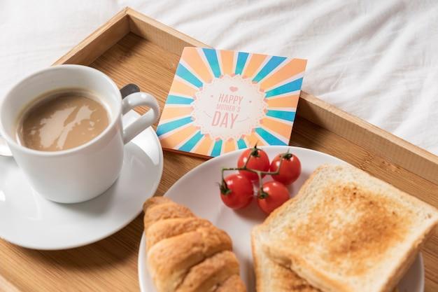 Поднос высокого угла с восхитительным поздним завтраком Бесплатные Фотографии