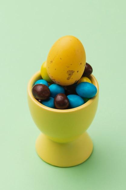Чаша с большим углом с коллекцией яиц Бесплатные Фотографии