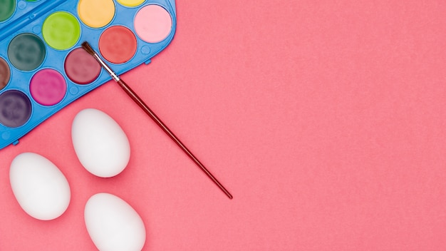 コピースペース卵塗装プロセス 無料写真