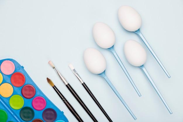 トップビュー卵塗装プロセス 無料写真
