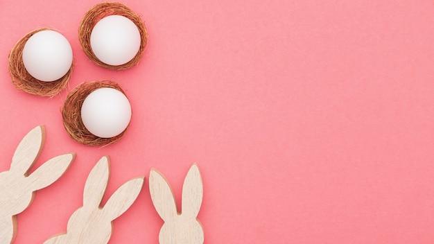 コピースペースのウサギの装飾とペイントする準備ができている卵 無料写真