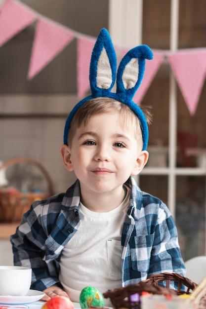 Портрет очаровательны улыбающегося мальчика Бесплатные Фотографии