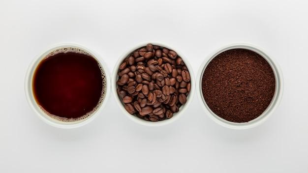 Плоская композиция кофе на белом фоне Бесплатные Фотографии