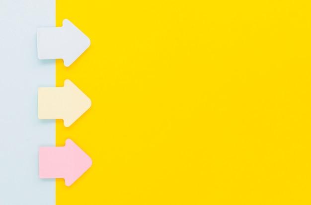 Бумажные стрелки, направленные вправо с копией пространства Бесплатные Фотографии