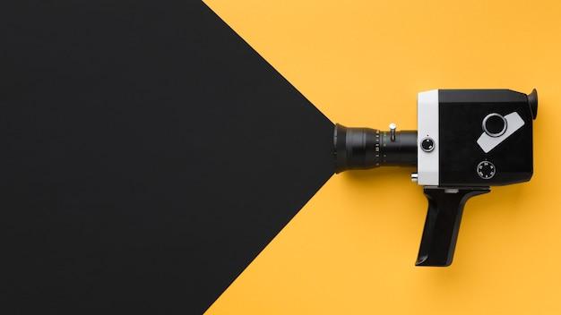 Ретро кинокамера с копией пространства Бесплатные Фотографии