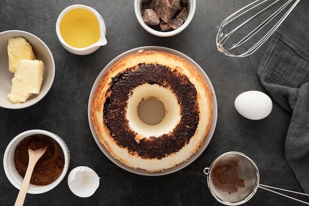 Вид сверху вкусного торта ручной работы на тарелке Бесплатные Фотографии