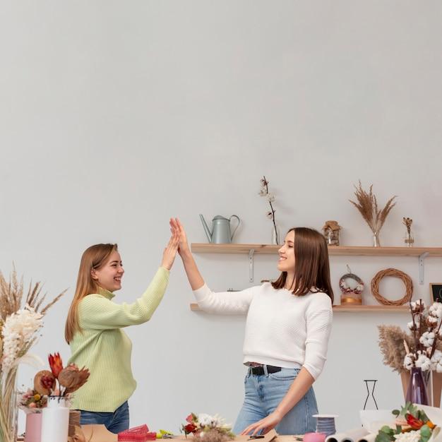 Женщины-предприниматели в своем малом бизнесе Бесплатные Фотографии