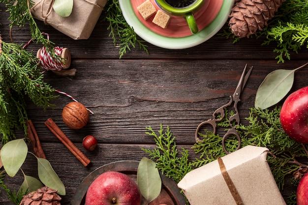 Вид сверху свежий кофе с фруктами на столе Бесплатные Фотографии