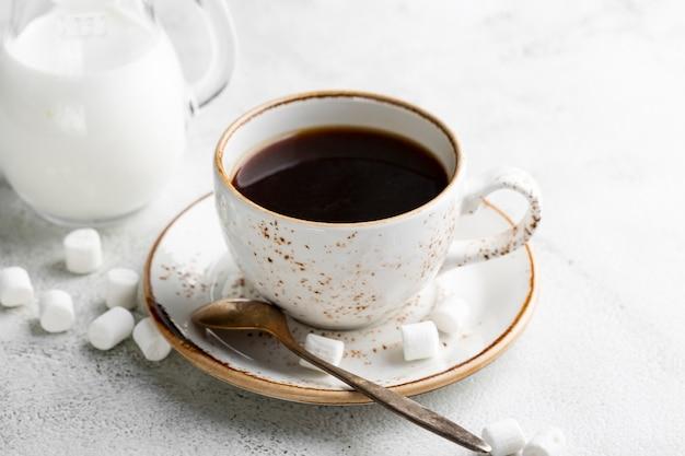Макро свежая чашка кофе с сахаром Бесплатные Фотографии