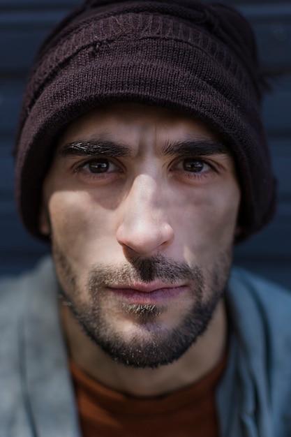 Портрет бездомного с красивыми глазами Бесплатные Фотографии