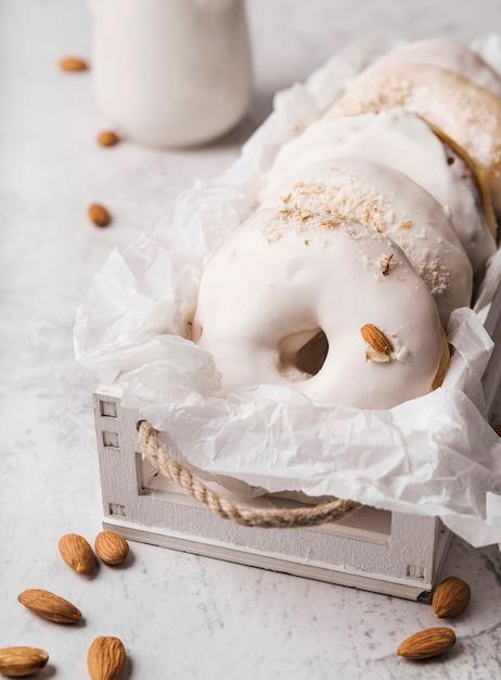 Крупным планом пончики с глазурью Бесплатные Фотографии