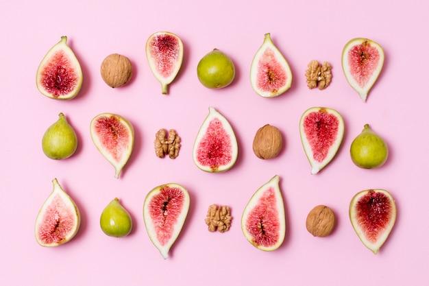 Вид сверху вкусного инжира и грецких орехов Бесплатные Фотографии