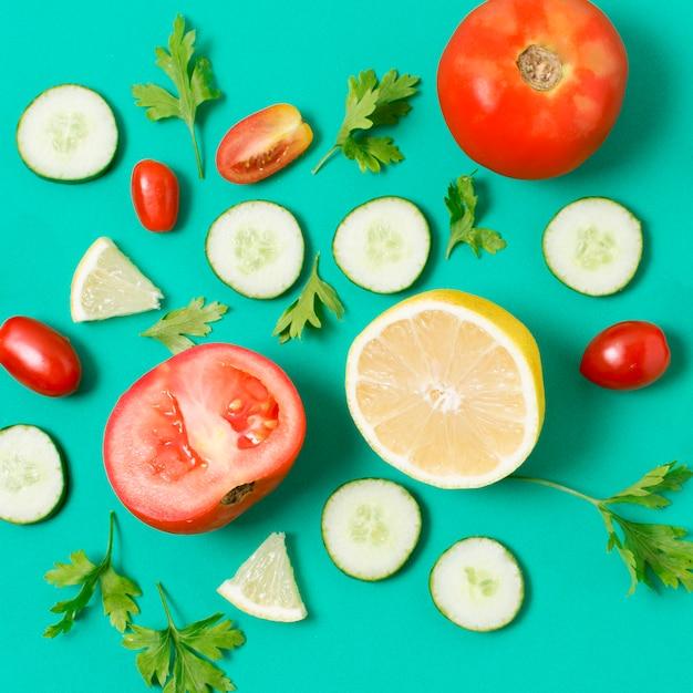 テーブルの上のクローズアップの新鮮野菜 無料写真