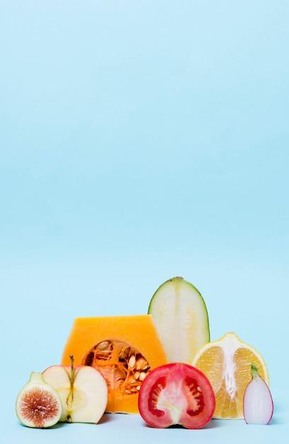 Крупный план органических овощей на столе Бесплатные Фотографии