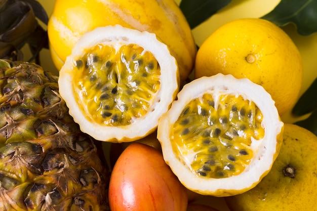 クローズアップおいしいグアバフルーツを提供する準備ができて 無料写真