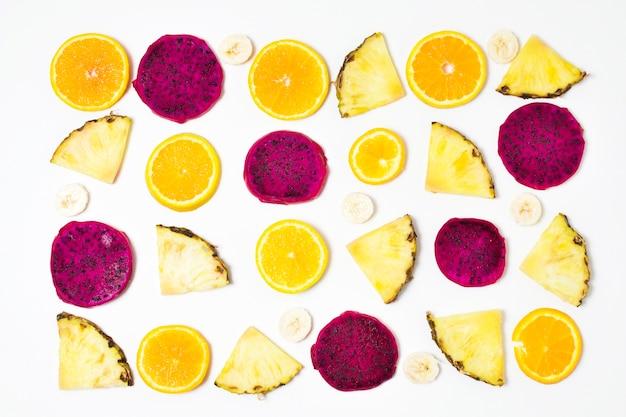 テーブルの上のエキゾチックなフルーツのトップビューの選択 無料写真