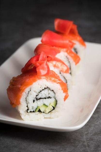 高角度の新鮮な寿司皿 無料写真