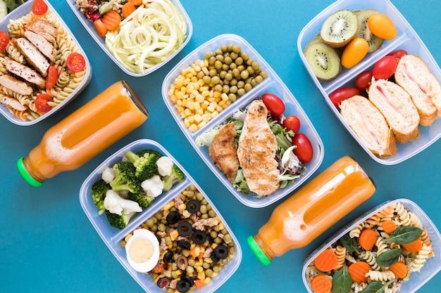 Вкусная еда на синем фоне Бесплатные Фотографии