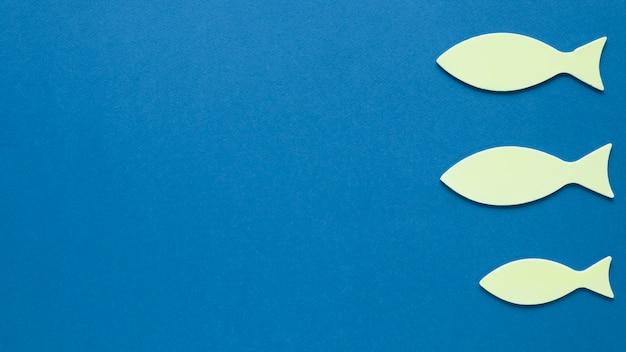 コピースペースを持つ紙の魚のトップビュー 無料写真