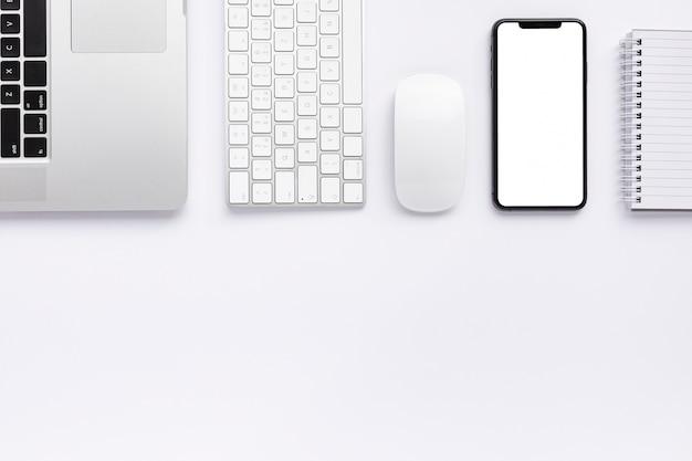 Творческая деловая договоренность на белом фоне Бесплатные Фотографии