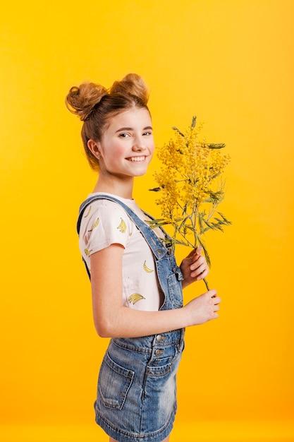 Девушка с цветами Бесплатные Фотографии