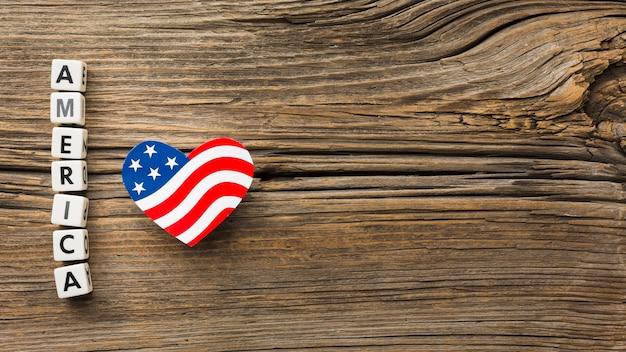 Вид сверху американского сердца в форме флага на дереве Бесплатные Фотографии