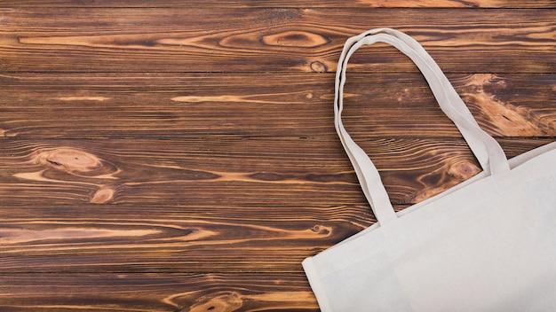 コピースペースを持つ木製の表面に再利用可能なバッグのトップビュー 無料写真