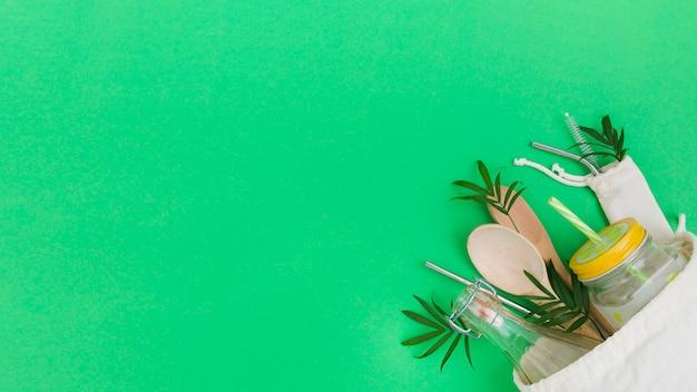 Вид сверху многоразовой сумки с деревянными ложками и копией пространства Бесплатные Фотографии
