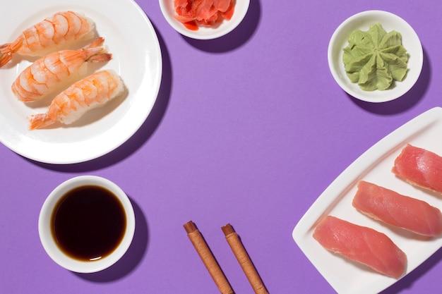 Крупным планом суши день концепция с соевым соусом Бесплатные Фотографии