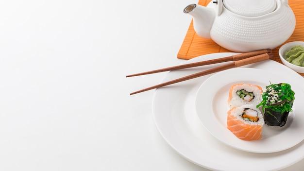Макро вкусные суши роллы и вакамэ Бесплатные Фотографии