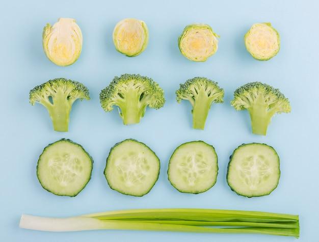 テーブルの上のトップビュー有機野菜 無料写真