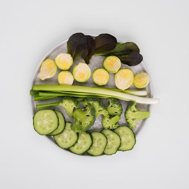 テーブルの上の有機野菜のトップビューの品揃え 無料写真