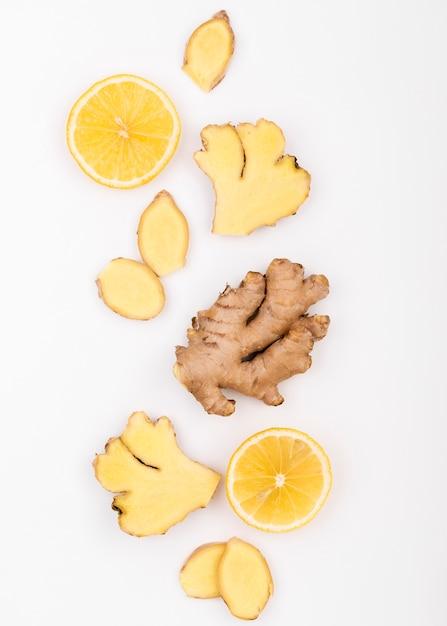 Вид сверху ломтики имбиря и лимона Бесплатные Фотографии