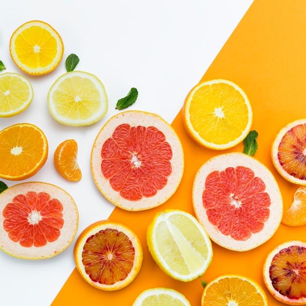 柑橘系の果物のスライスのトップビュー 無料写真