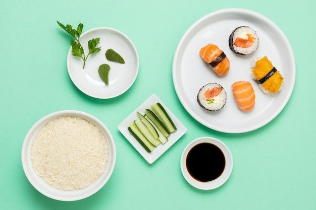 トップビューの醤油寿司 無料写真