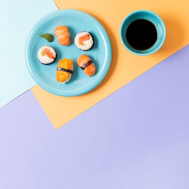 寿司付きコピースペースプレート 無料写真