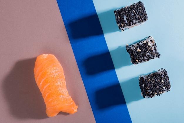 フラットで美味しい巻き寿司 無料写真