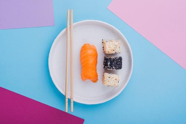 巻き寿司の平置きプレート 無料写真