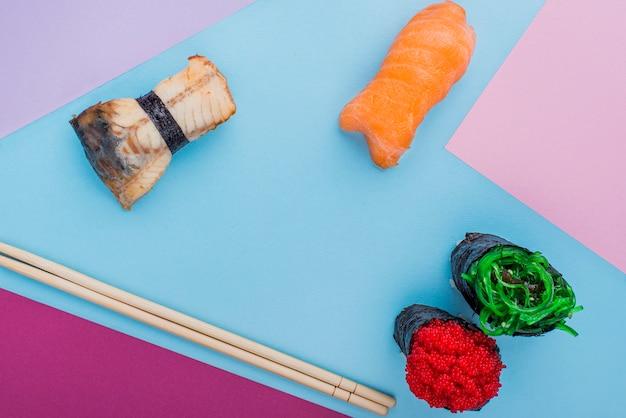 箸とロール寿司 無料写真