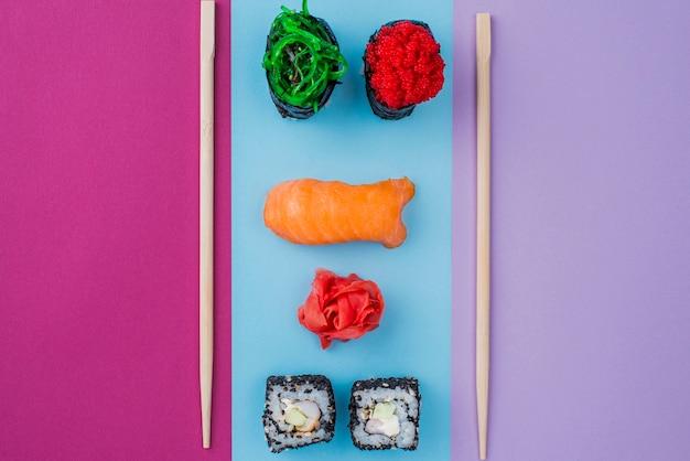巻き寿司と箸 無料写真