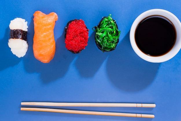 醤油巻き寿司盛り合わせ 無料写真