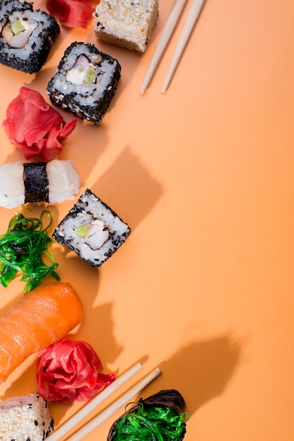 コピースペース付きの寿司の品揃え 無料写真