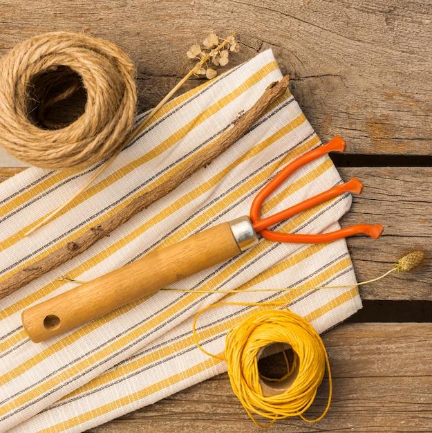 Садовые инструменты на деревянный стол Бесплатные Фотографии